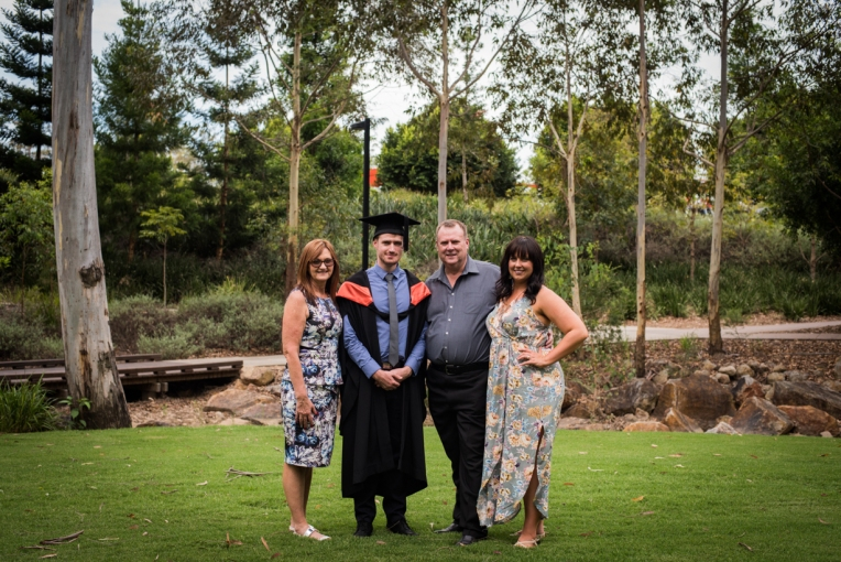 bens-graduation-gates-family-22