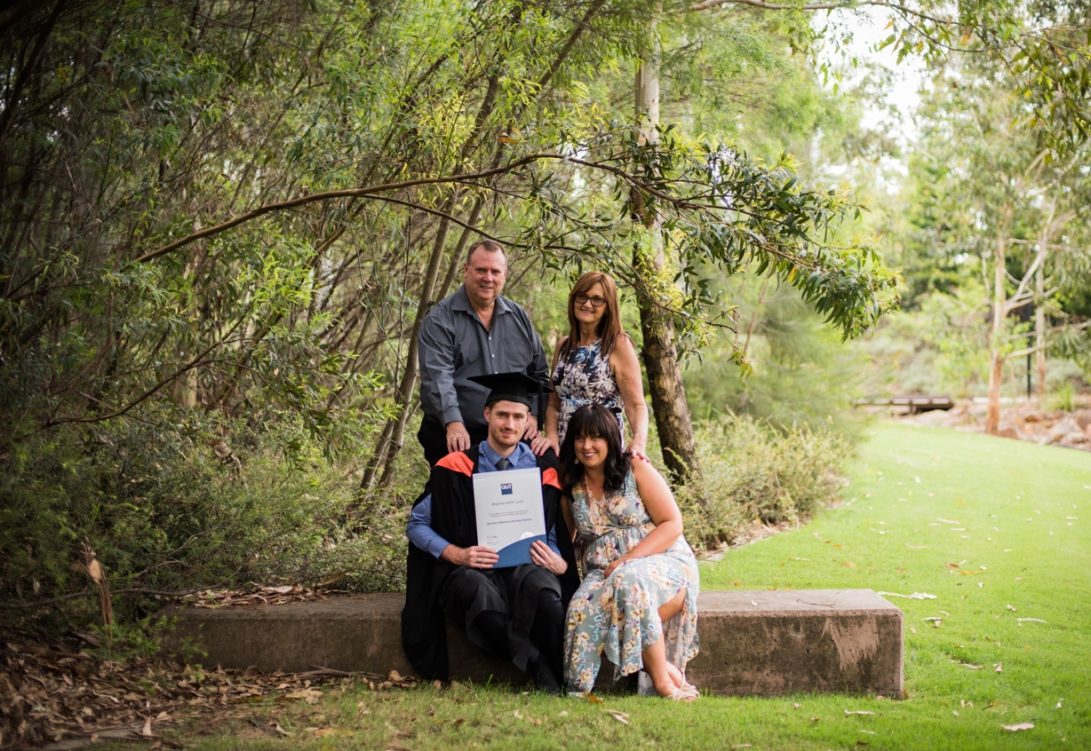 bens-graduation-gates-family-37
