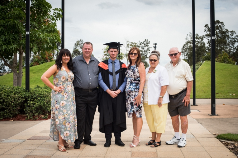 bens-graduation-gates-family
